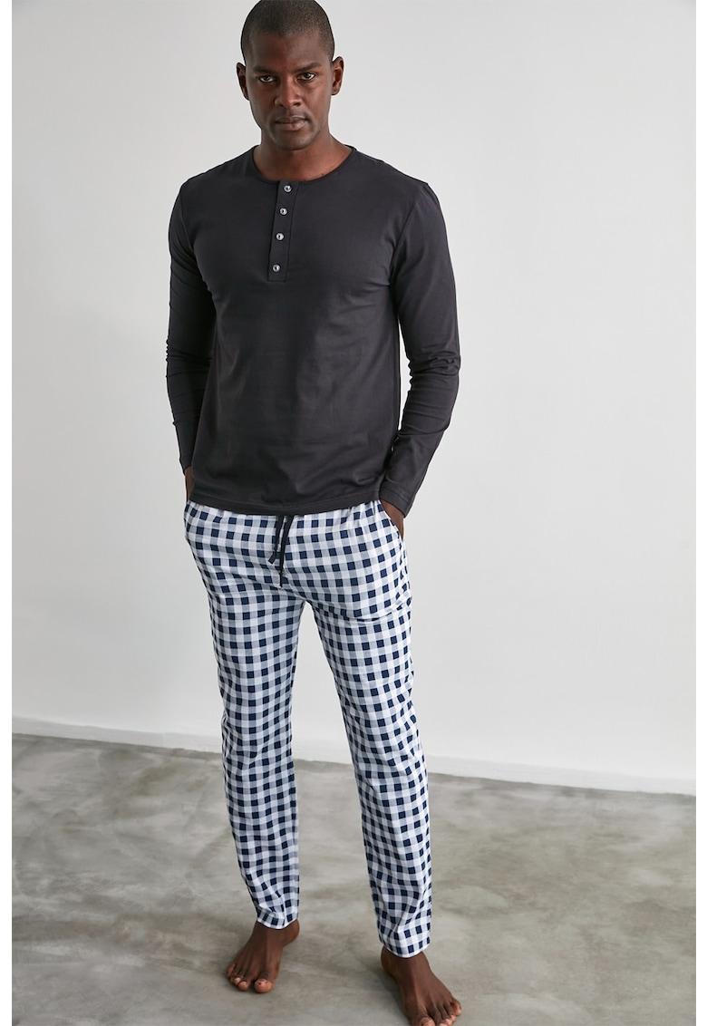 Pijama cu fenta cu nasturi