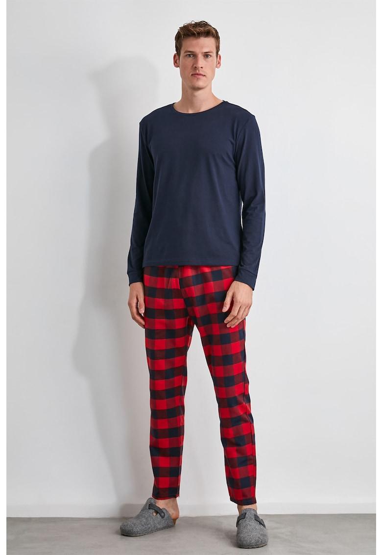 Pijama de bumbac cu pantaloni in carouri de la Trendyol