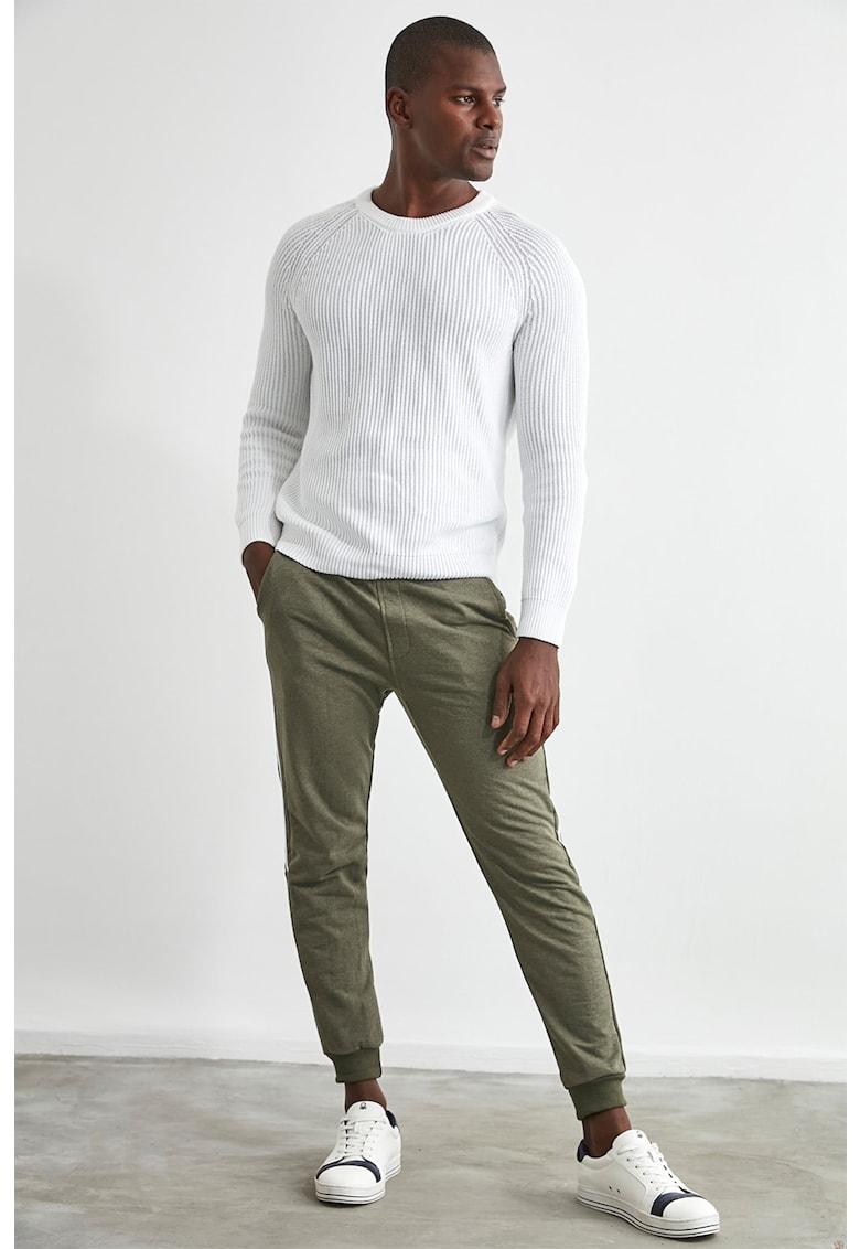 Pantaloni sport cu segmente laterale contrastante