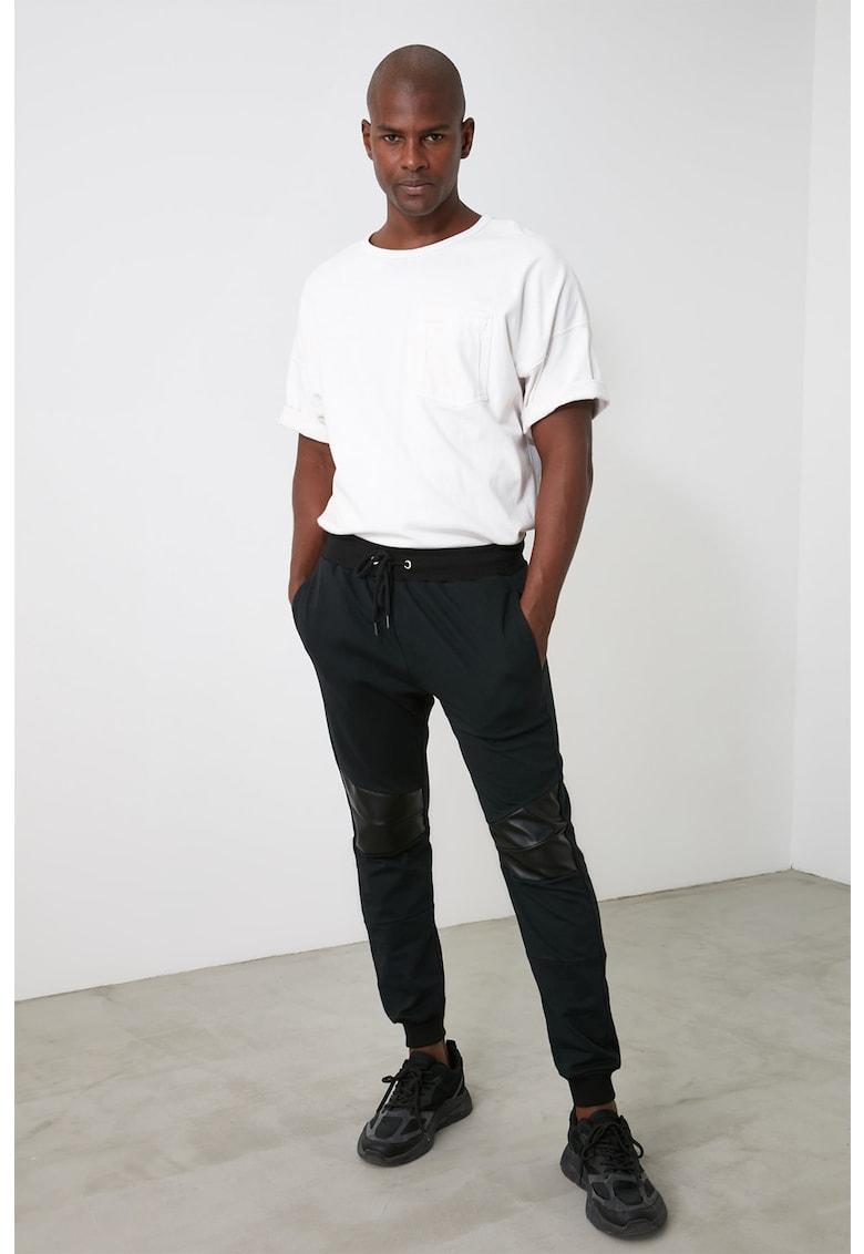 Pantaloni sport cu garnituri de piele ecologica