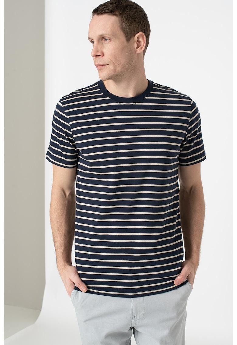 Tricou slim fit cu model in dungi Bărbați imagine