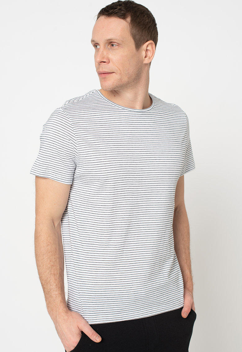 Tricou cu decolteu la baza gatului si dungi Bărbați imagine