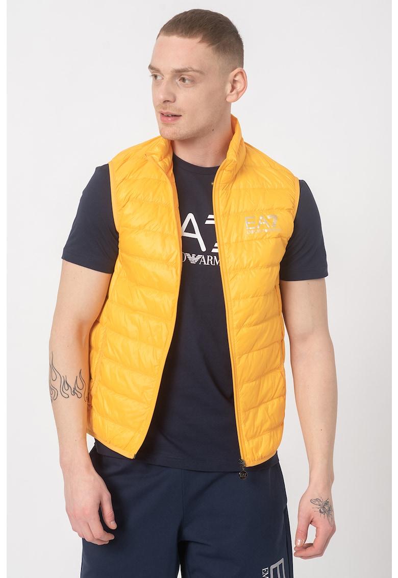 Vesta cu umplutura de puf si aspect matlasat imagine fashiondays.ro EA7