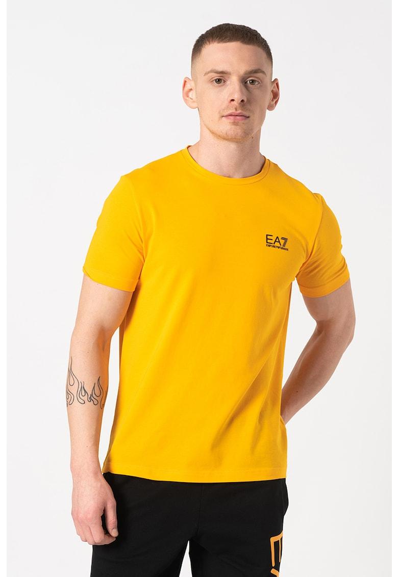 Tricou cu decolteu la baza gatului si logo discret pe piept Bărbați imagine