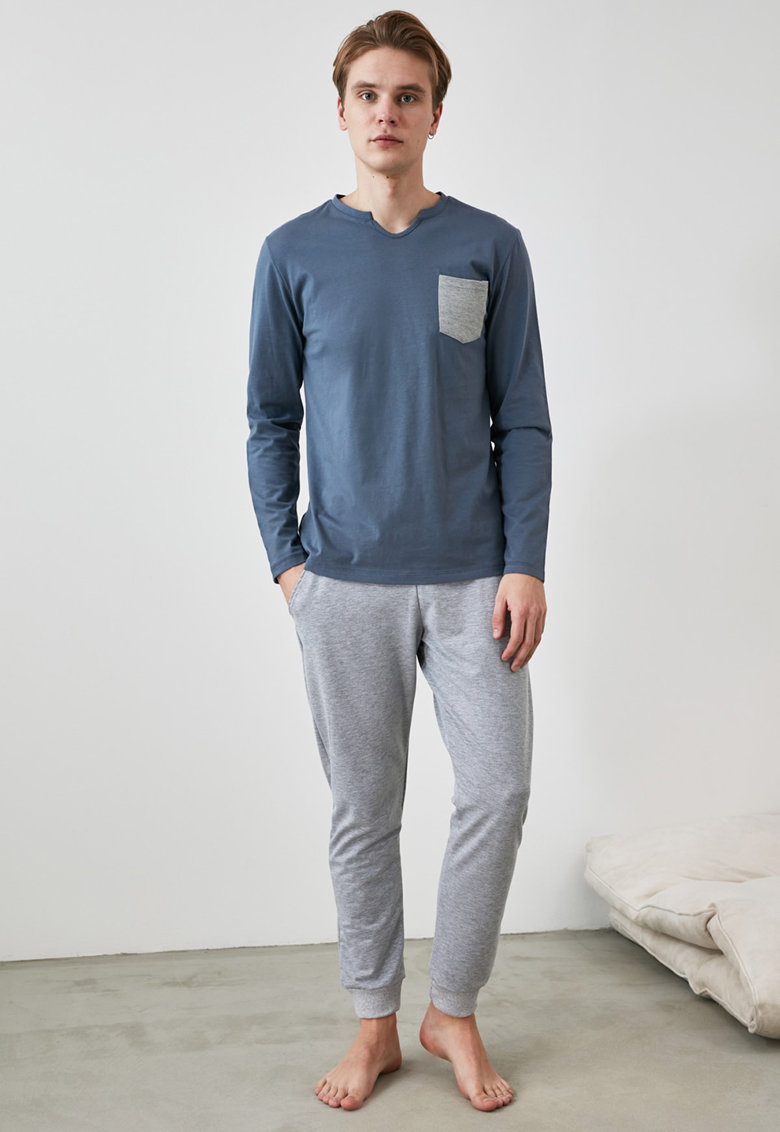 Pijama cu buzunar pe piept imagine fashiondays.ro 2021