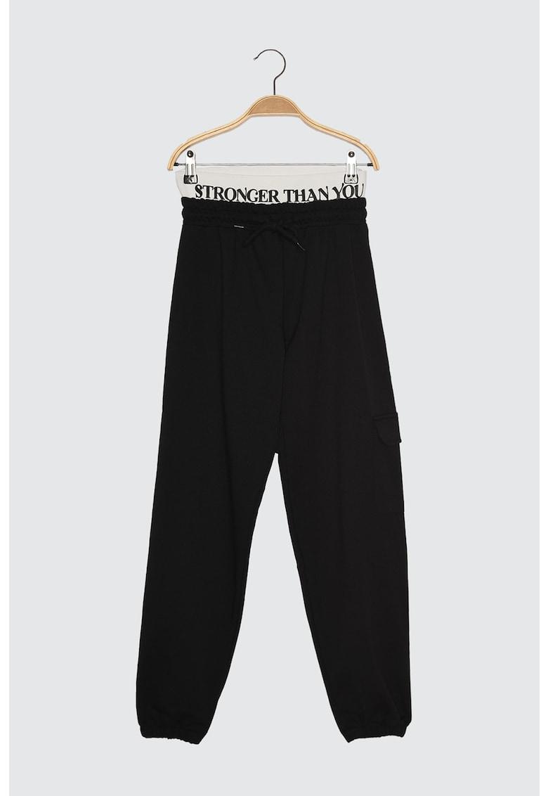 Pantaloni sport cu banda cu text in talie