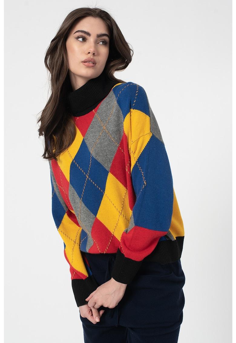 Pulover din amestec de lana - cu guler inalt si model colorblock