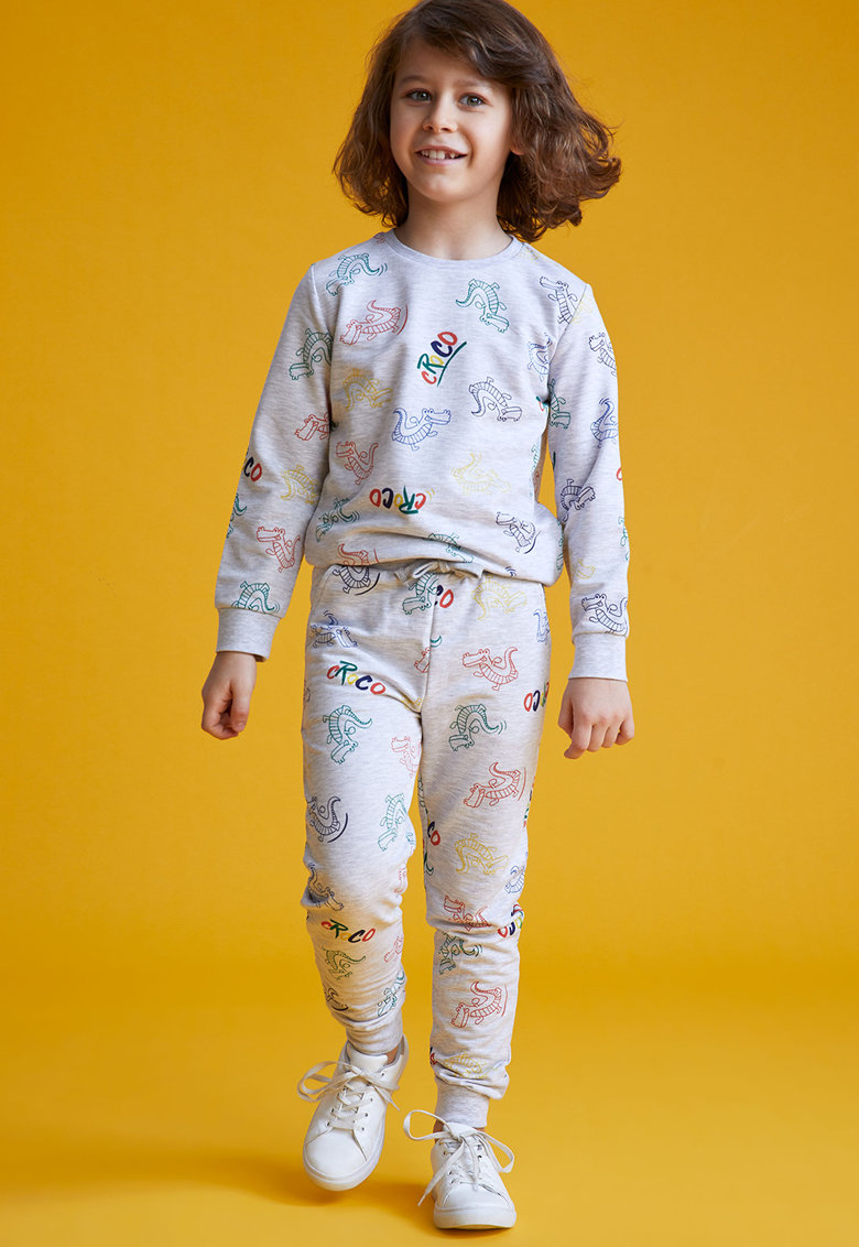 Pantaloni jogger cu imprimeu cu dinozauri de la DeFacto