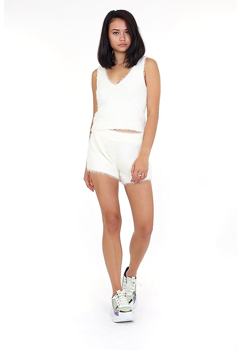 Pantaloni scurti cu textura pufoasa Colleya fashiondays.ro