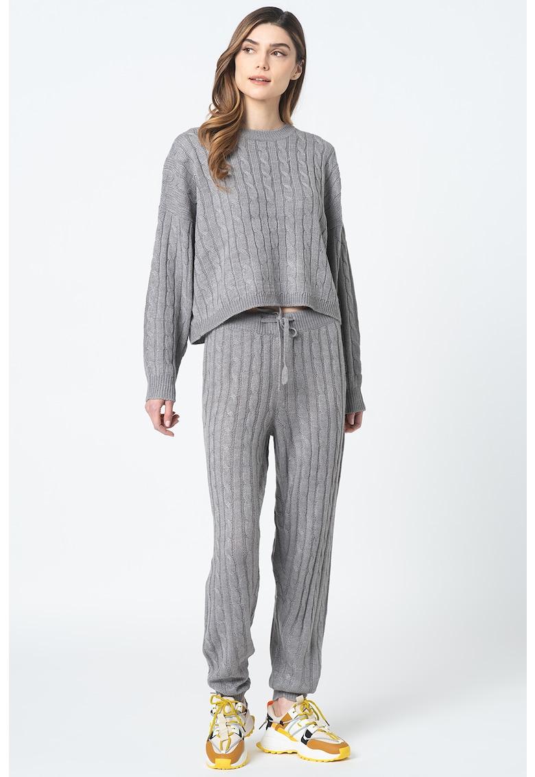 Set de pulover cu model torsade si pantaloni Kentona imagine