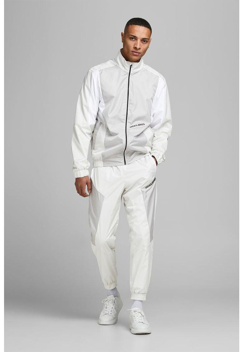 Jacheta sport cu segmente contrastante