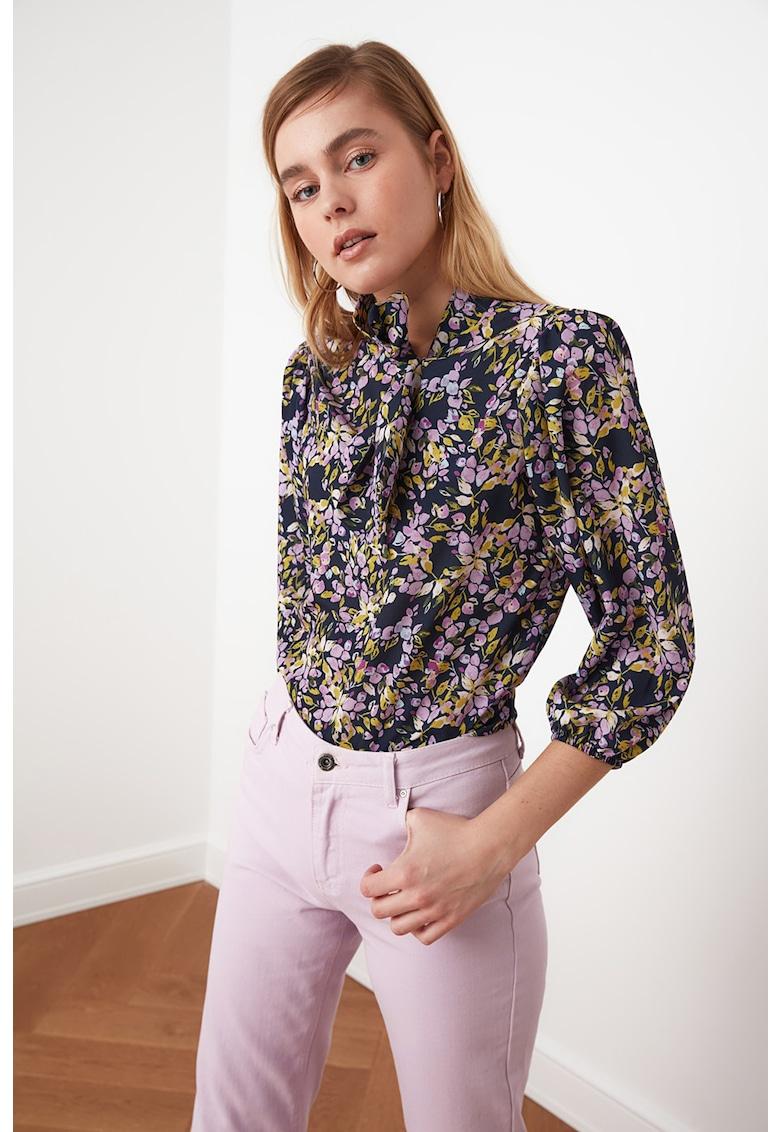 Bluza cu imprimeu floral si maneci trei sferturi imagine