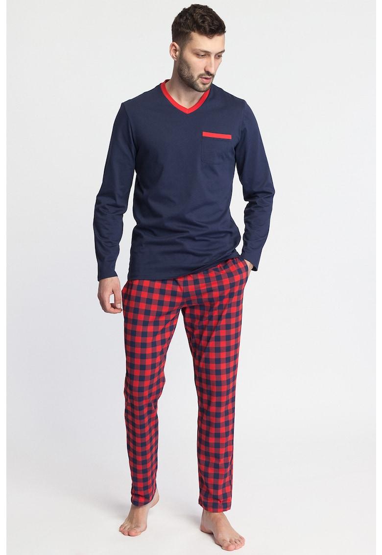 Pijama cu decolteu in V - model in carouri si buzunar pe piept Nature imagine