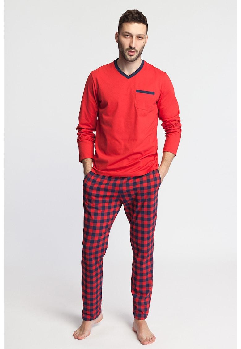 Pijama cu decolteu in V - model in carouri si buzunar pe piept Nature