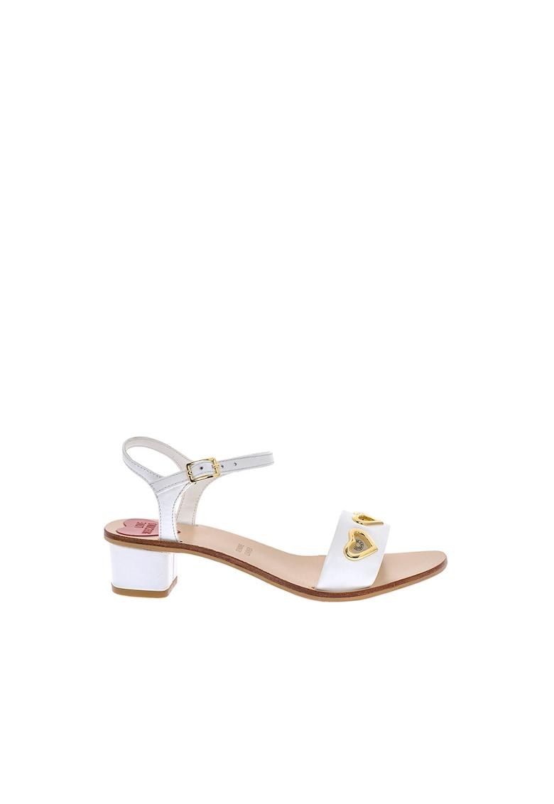 Sandale cu aspect lacuit si nituri in forma de inima