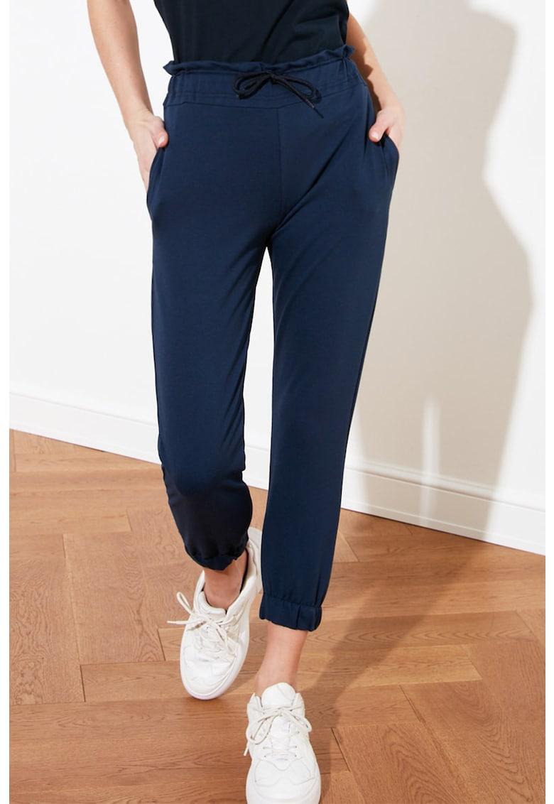 Pantaloni sport crop cu volane poza fashiondays