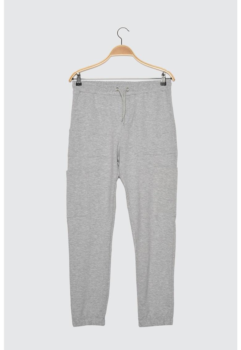 Pantaloni jogger conici