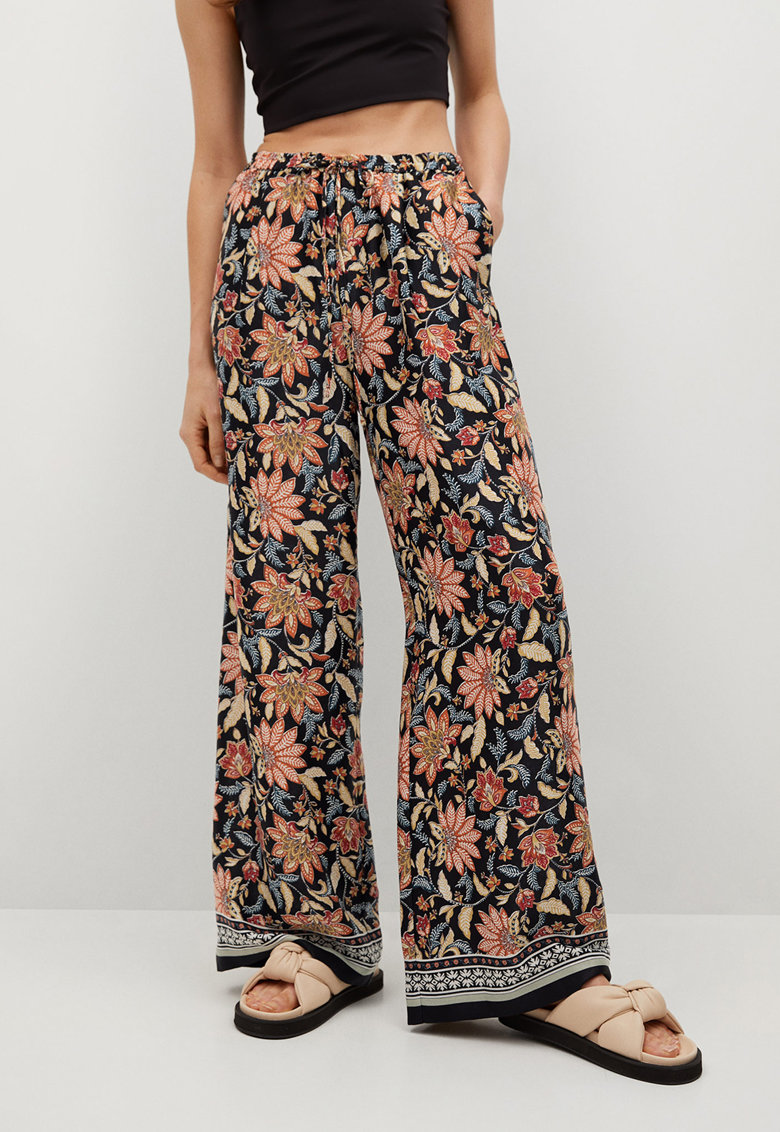 Pantaloni cu croiala ampla si model floral Dori de la Mango