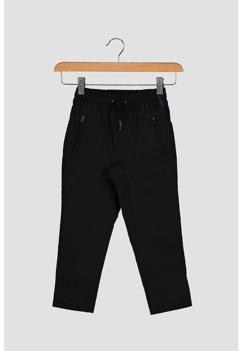 Pantaloni respirabili cu snur in talie GAP fashiondays.ro
