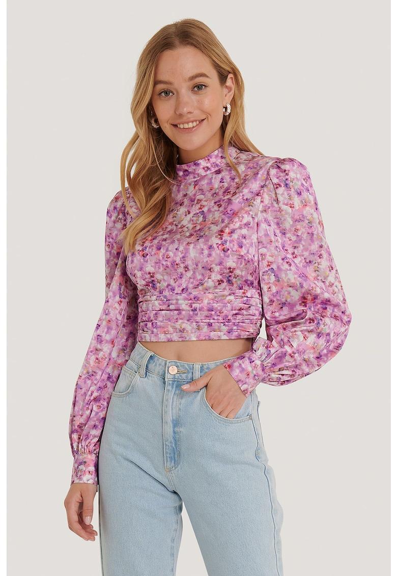 Bluza crop cu decupaj pe partea din spate