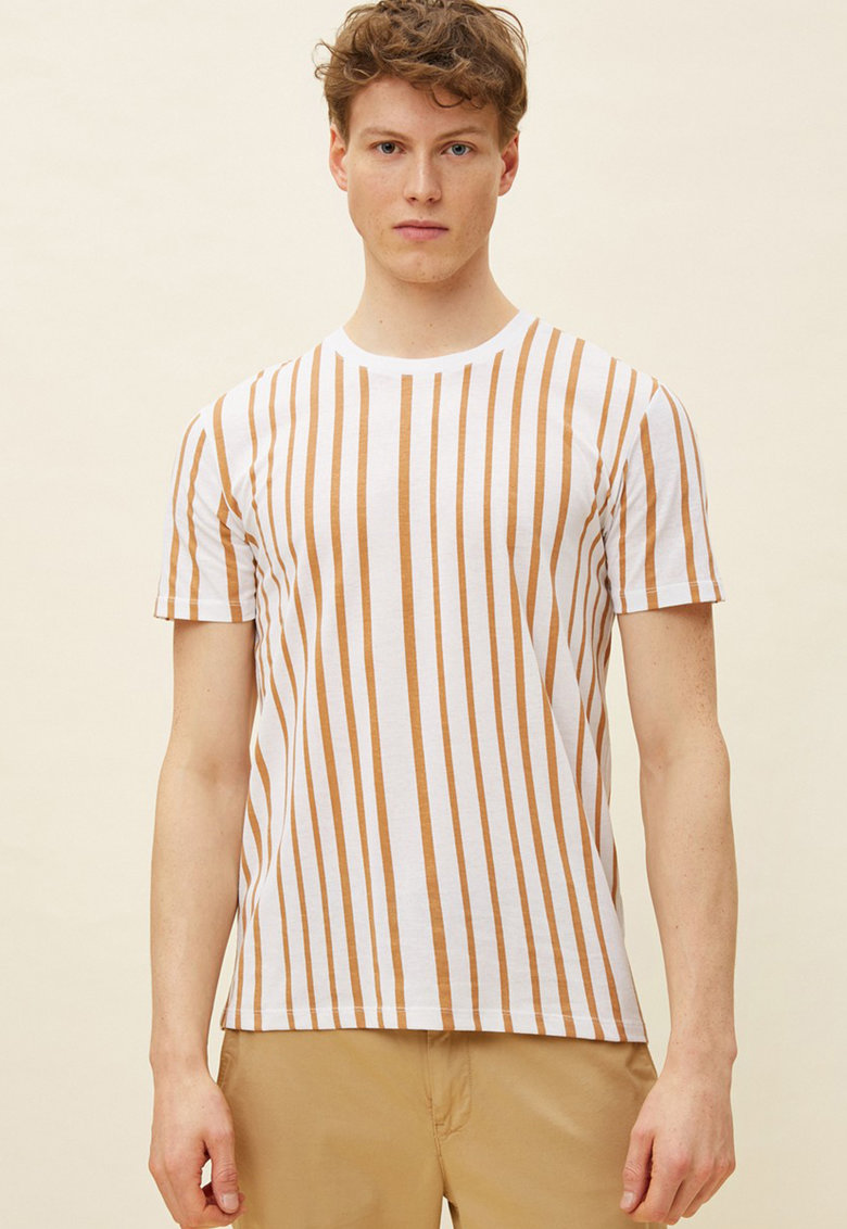 Tricou cu decolteu la baza gatului si model in dungi