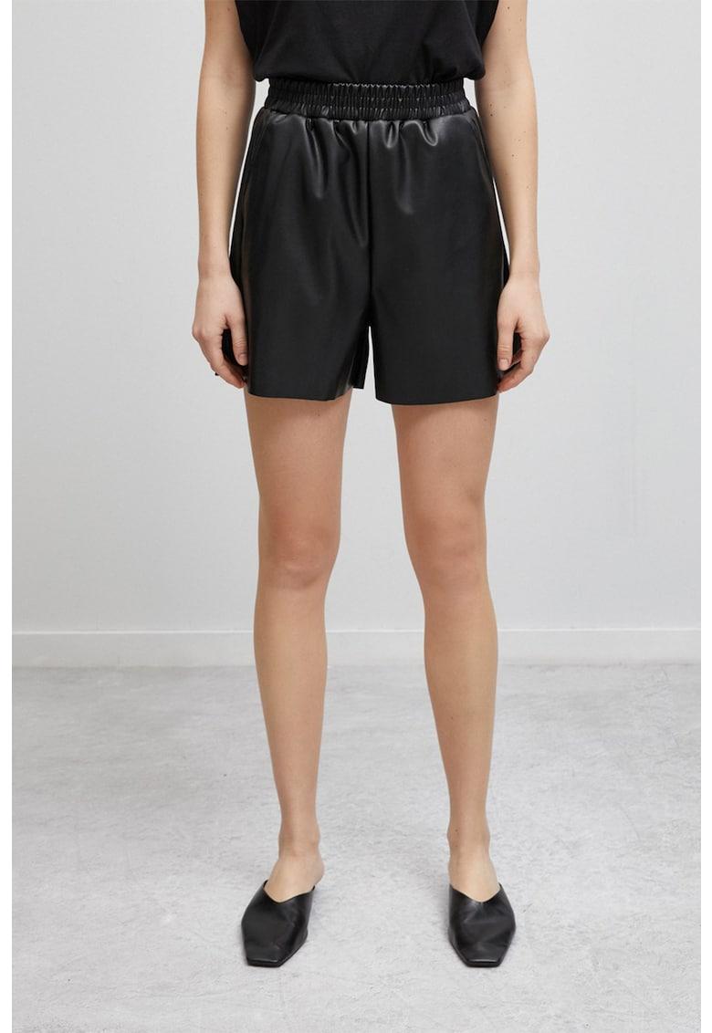 Pantaloni scurti de piele ecologica - cu talie inalta de la KOTON