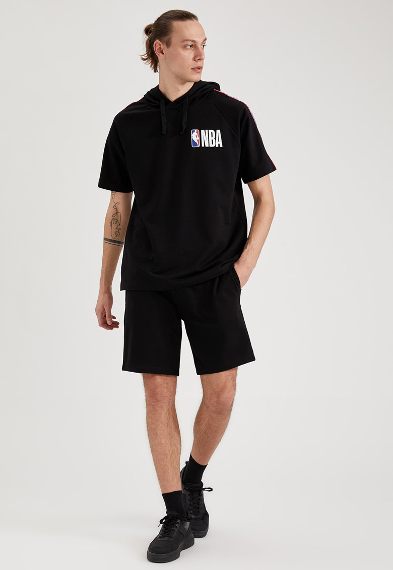 Pantaloni scurti slim fit cu buzunare laterale imagine fashiondays.ro
