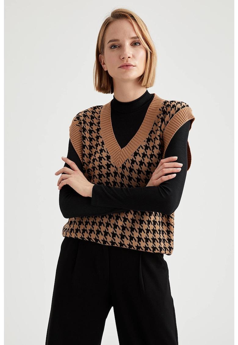 Vesta tricotata cu decolteu in V