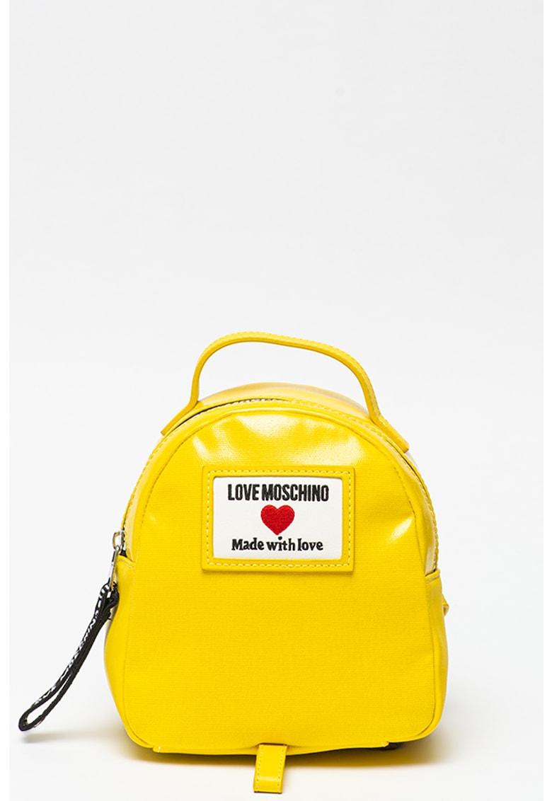Rucsac mic cu aspect lacuit Love Moschino fashiondays.ro