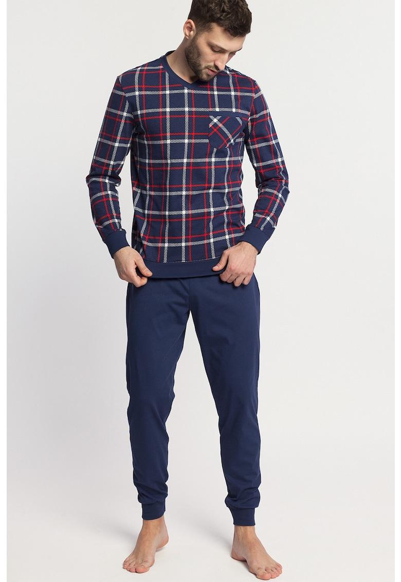 Pijama cu decolteu in V si model in carouri Dilan imagine fashiondays.ro 2021