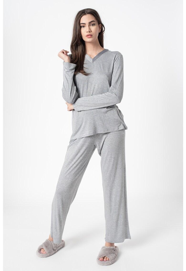 Pijama cu decolteu in V imagine fashiondays.ro