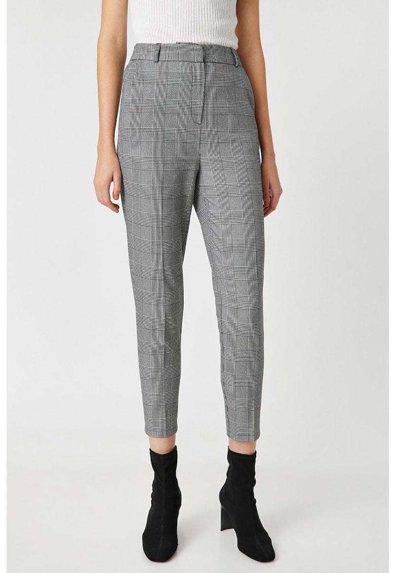 Pantaloni conici cu imprimeu in carouri imagine fashiondays.ro