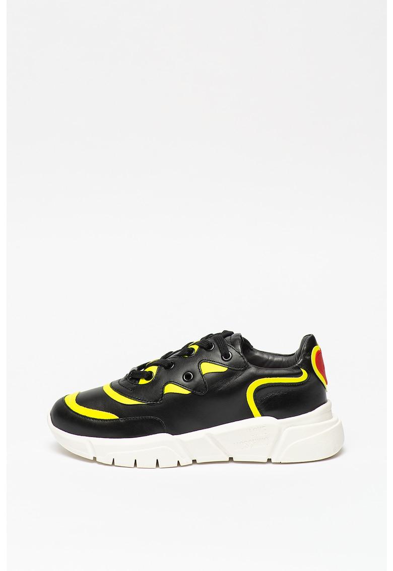 Pantofi sport cu accente contrastante