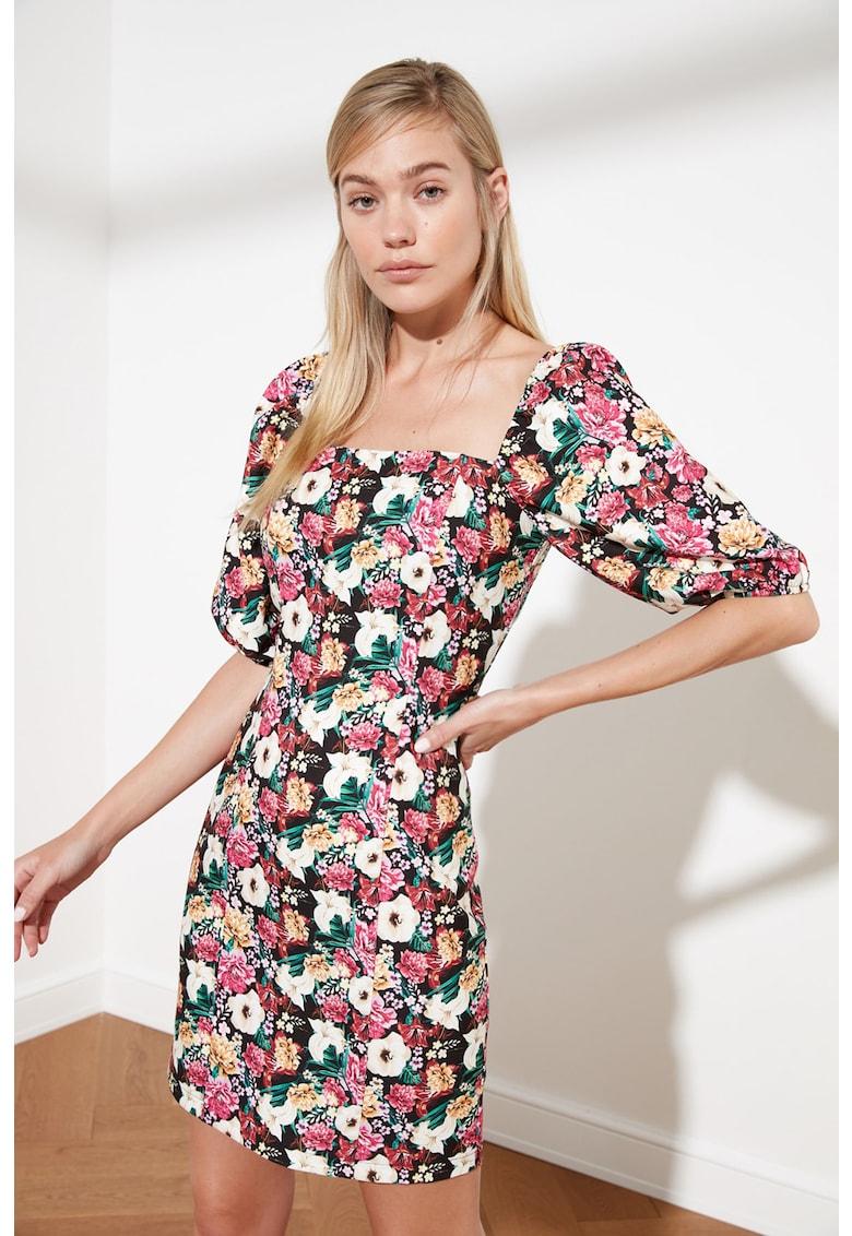 Rochie cu decolteu patrat si imprimeu floral imagine fashiondays.ro