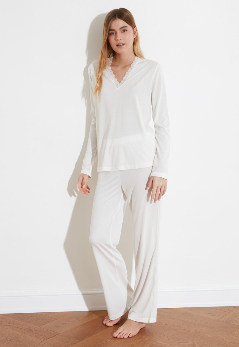 Pijama lunga cu decolteu in V imagine fashiondays.ro