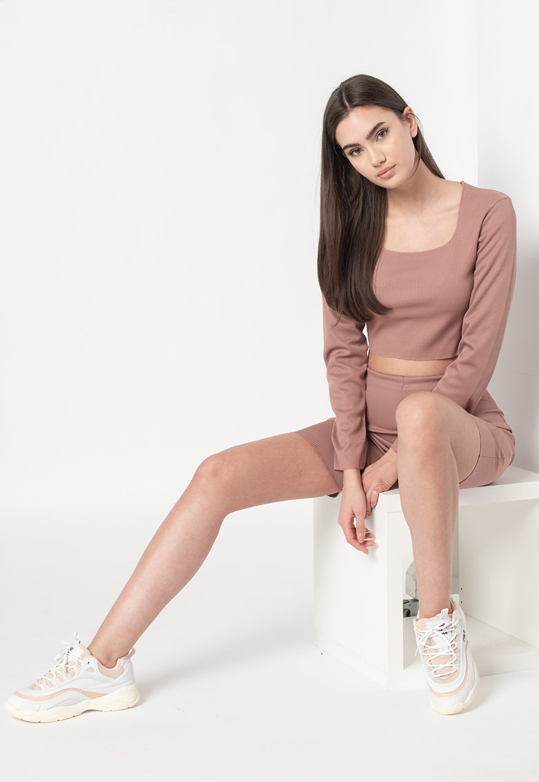Bluza crop si pantaloni scurti cu aspect striat imagine fashiondays.ro 2021