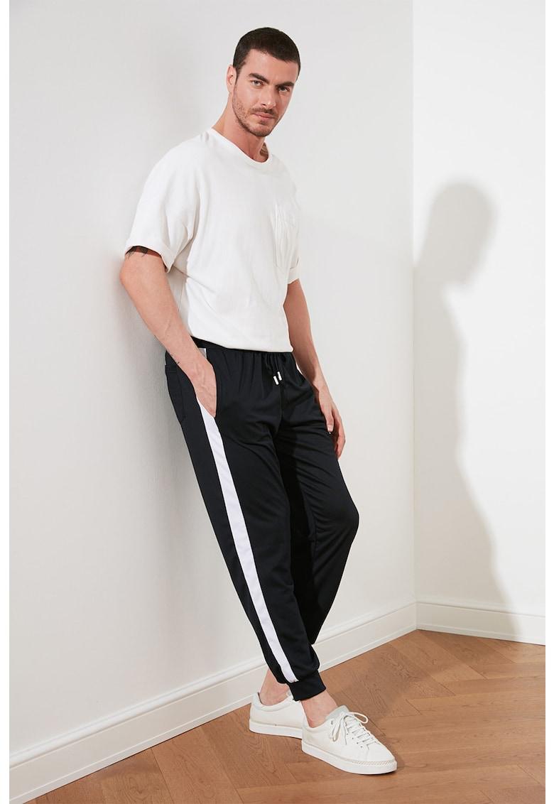 Pantaloni sport conici cu benzi laterale contrastante