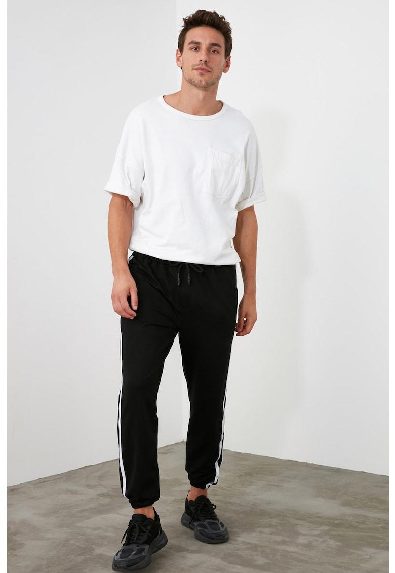 Pantaloni sport cu benzi contrastante poza fashiondays