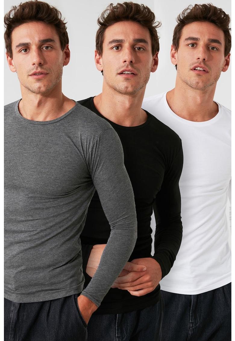 Set de bluze cu decolteu la baza gatului - 3 piese imagine fashiondays.ro Trendyol