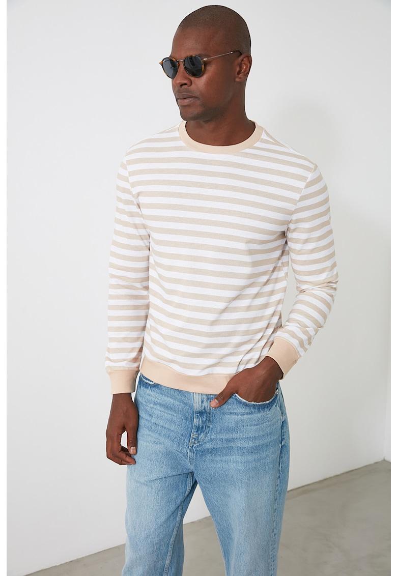 Bluza sport cu decolteu la baza gatului si model cu dungi
