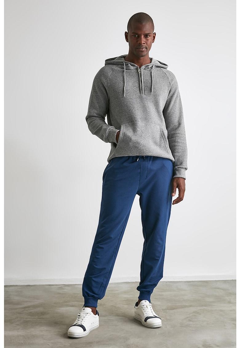 Pantaloni sport cu fermoare la terminatii