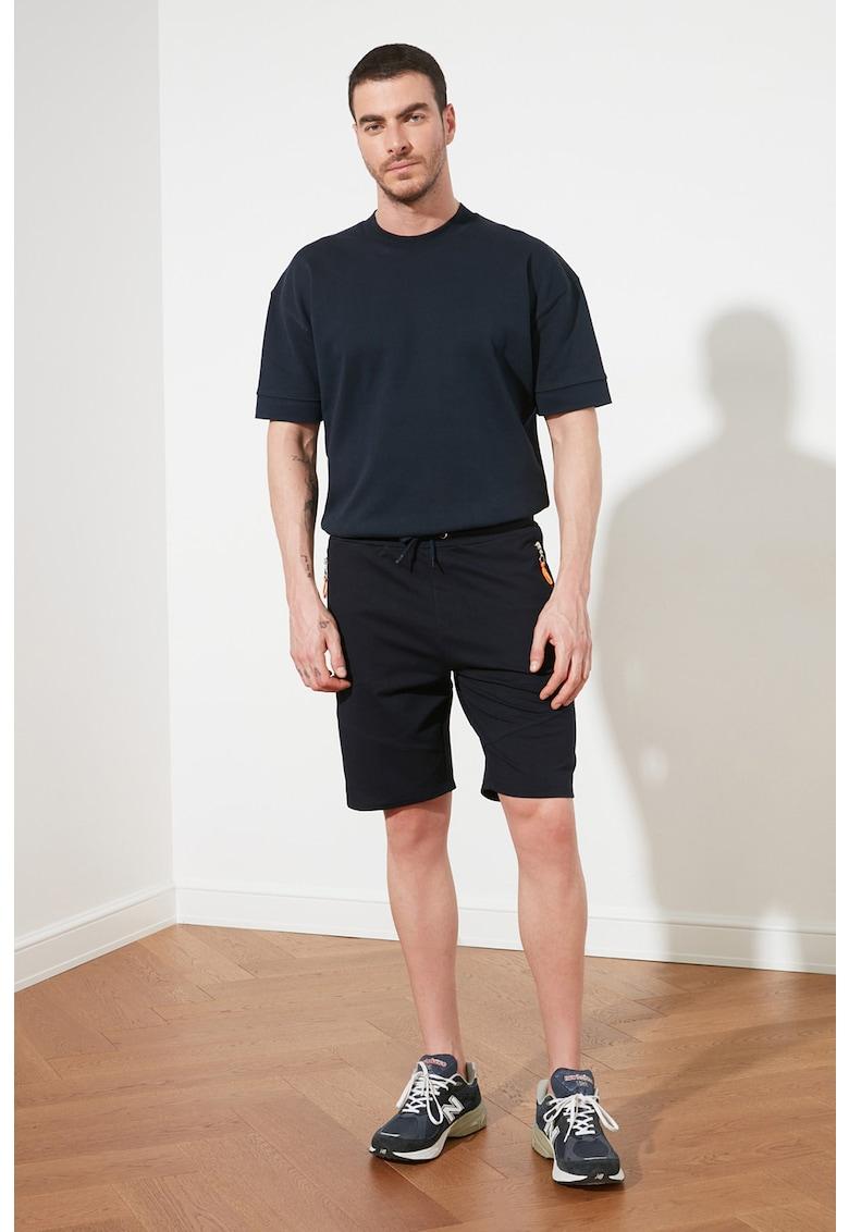 Pantaloni sport scurti regular fit cu buzunare cu fermoar