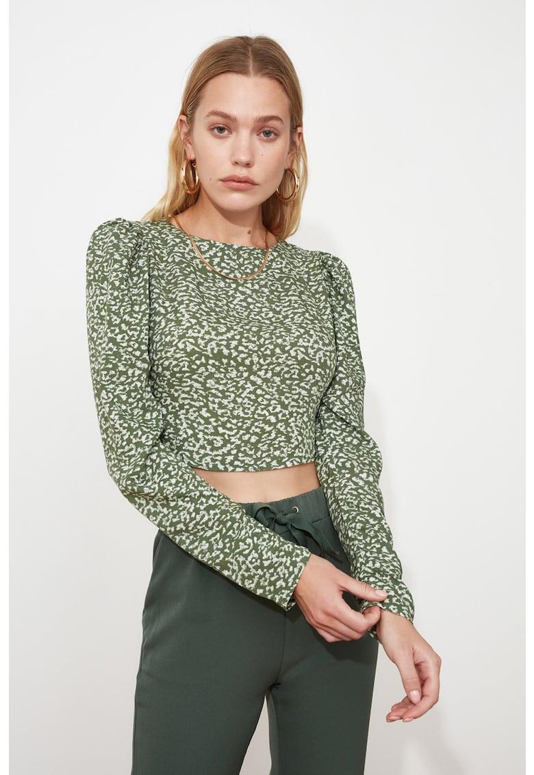Bluza crop cu decolteu pe partea din spate