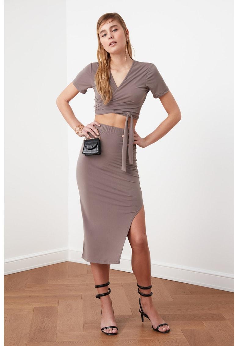 Set de fusta si bluza cu model petrecut - 2 piese imagine fashiondays.ro Trendyol