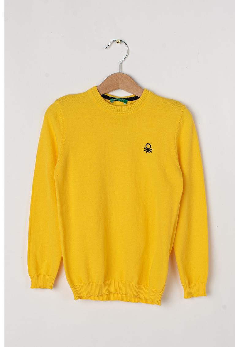 Pulover tricotat fin cu decolteu la baza gatului de la United Colors of Benetton