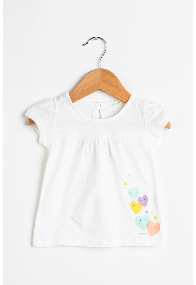Tricou cu decolteu la baza gatului si imprimeu cu inimi de la United Colors of Benetton