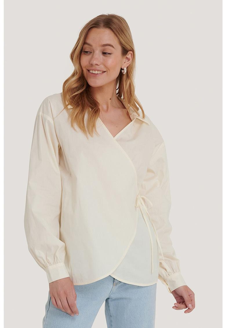 Bluza petrecuta cu guler ascutit imagine fashiondays.ro 2021