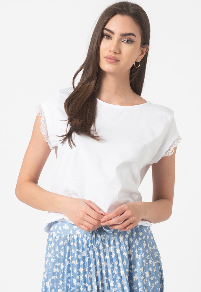 Bluza lejera cu garnituri de dantela imagine fashiondays.ro