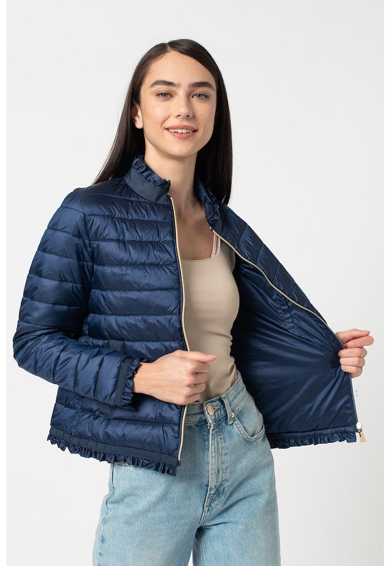 Jacheta usoara cu model matlasat si volane imagine fashiondays.ro 2021