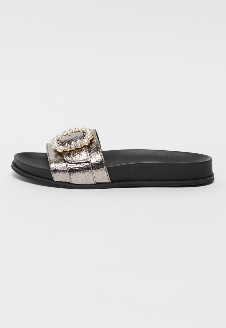 Papuci de piele cu margele